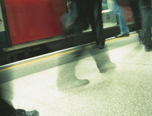 Corri, uomo, corri (di Simonetta Tassinari)